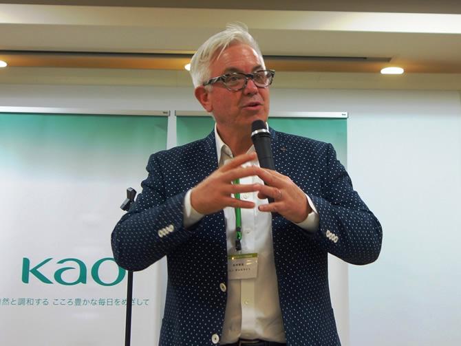 講評(ジョン・ギャスライト 選考委員)